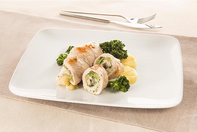 Turkey roulade with broccoli cream