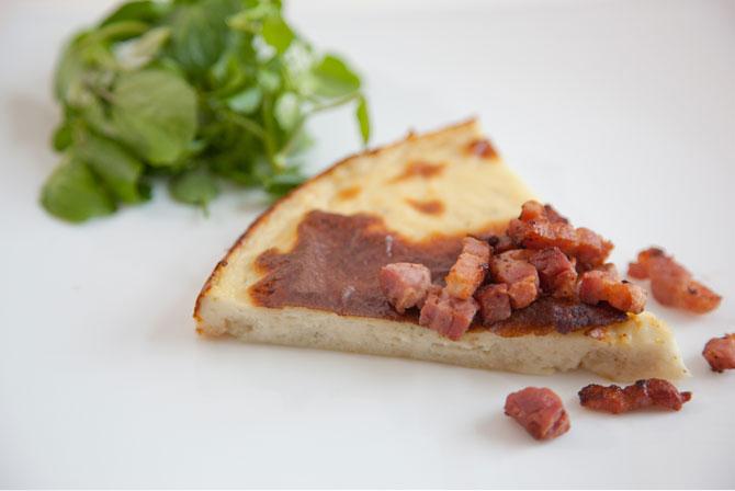Пирог из овечьего сыра с хрустящим беконом