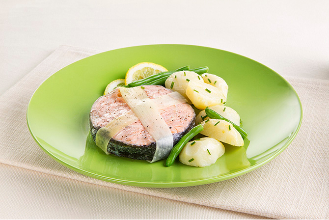 Salmon with chive-flavoured potatoes